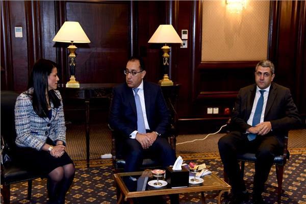 رئيس الوزراء مع وزيرة السياحة