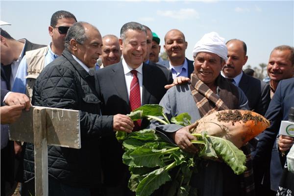 خلال جولة وزير الزراعة في بني سويف