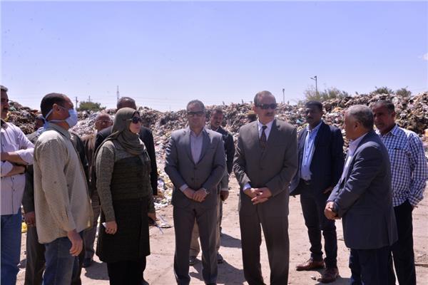اللواء جمال نور الدين محافظ أسيوط يتفقد مصنع تدوير القمامة