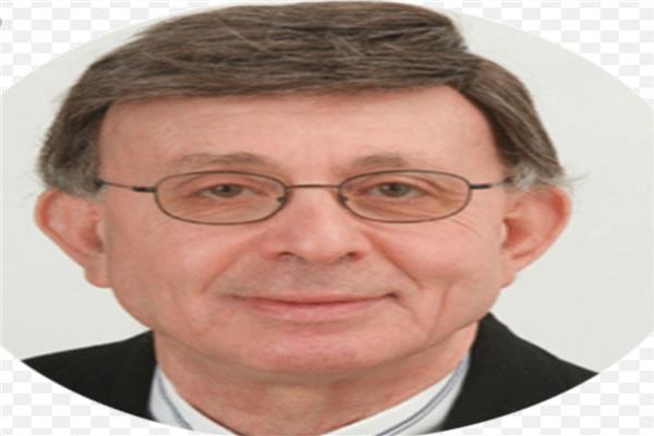 الدكتور احمد المقدم
