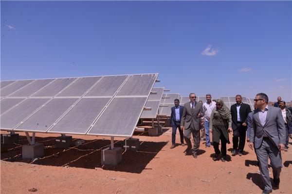 محافظ أسيوط يتفقد أعمال محطة  الطاقة الشمسية