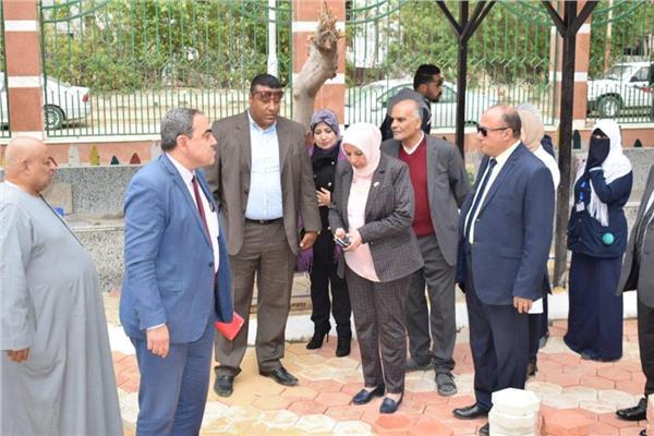رئيس هيئة التأمين الصحي تتفقد الأعمال الجارية بمستشفى التضامن ببورسعيد