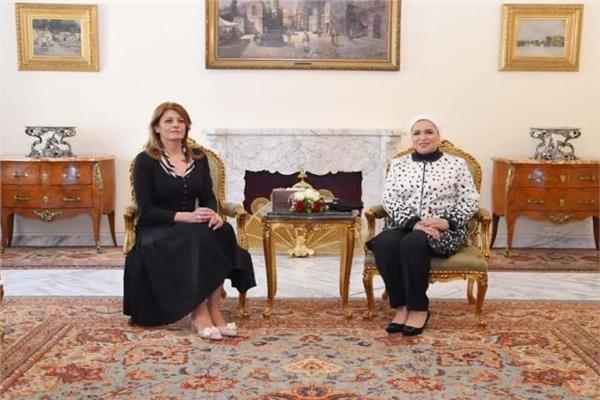 السيدة انتصار السيسي وقرينة رئيس جمهورية بلغاريا