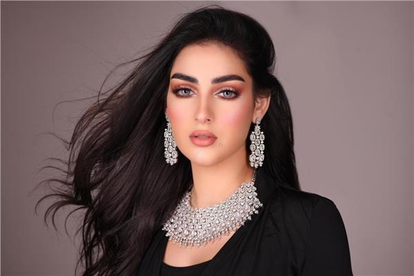 الكويتية زينب العلواني