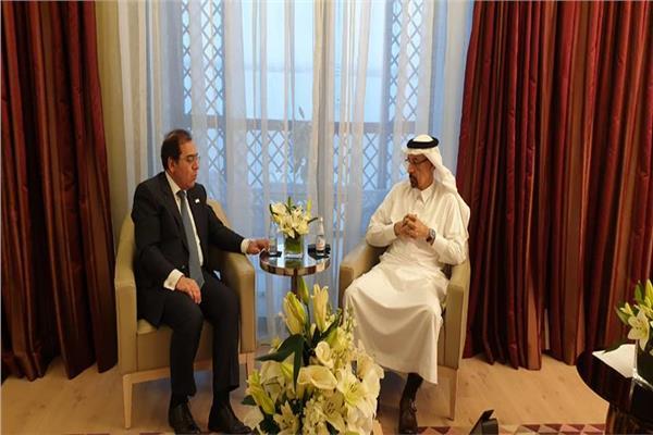 «الملا» يناقش حركة أسعار البترول العالمية مع وزير الطاقة السعودي