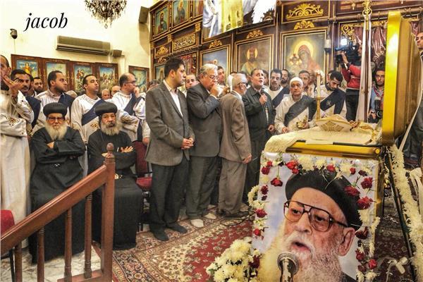 صلاة تجنيز القمص منسي فرج بكنيسته في القللي