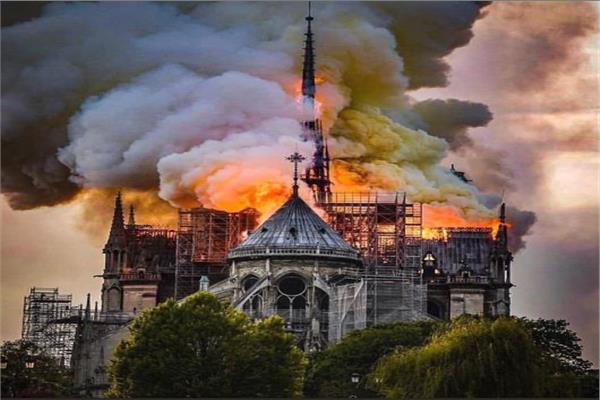 صورة من حريق كاتدرائية نوتردام