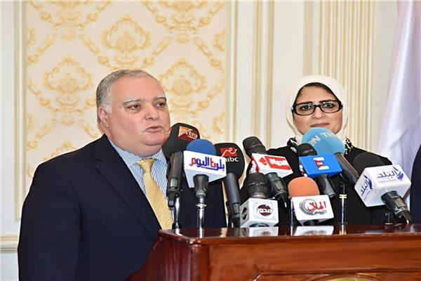 وزيرة الصحة وممثل مفوضية الأمم المتحدة لشؤون اللاجئين خلال المؤتمر الصحفي