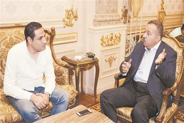 د.محمد العماري خلال الحوار - تصوير أسامة منازع