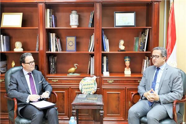 د. خالد العناني مع السفير ستيفان روماتيه