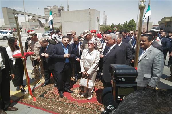 وزيرة البيئة تفتتح أكبر مصنع لإدارة المخلفات بالعين السخنة
