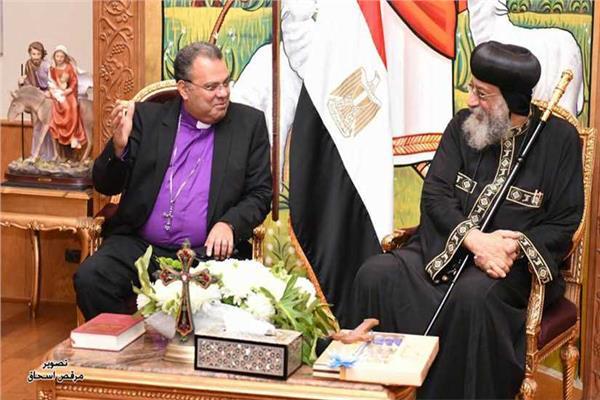 وفد من الطائفة الإنجيلية يزور البابا تواضروس للتهنئة بالعيد