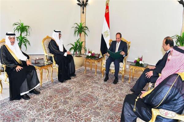 الرئيس السيسي يتسلم رسالة الملك سلمان من الدكتور عصام بن سعيد