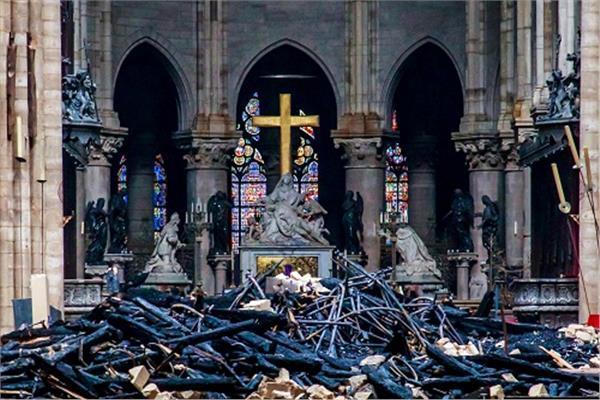 صورة أرشيفية من حريق كاتدرائية نوتردام