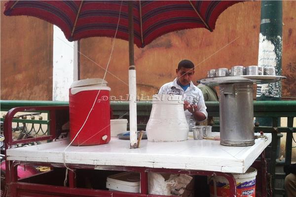 عادل قضى نصف عمره يبيع البوظة في أسيوط
