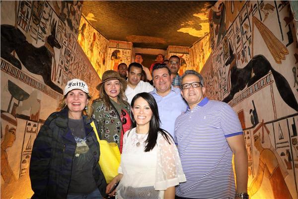 «المشاط» تقود جولة سياحية لـ٢١ سفيرا في الكرنك.. و«العناني» مرشدا