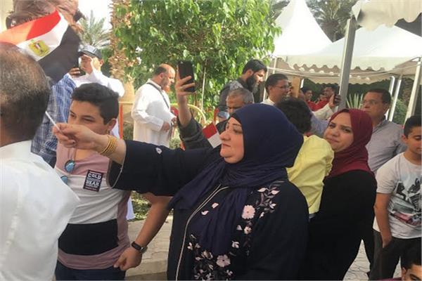 أغاني وطنية وزغاريد من المصريات بالرياض في استفتاء التعديلات الدستورية