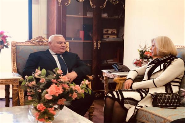 السفيرة الدكتورة هيفاء أبو غزالة مع المستشار لاشين إبراهيم رئيس الهيئة الوطنية للانتخابات