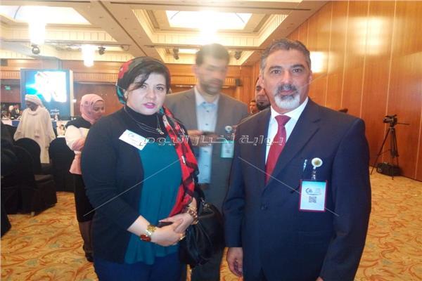 وزير العمل العراقي مع محررة بوابة اخبار اليوم