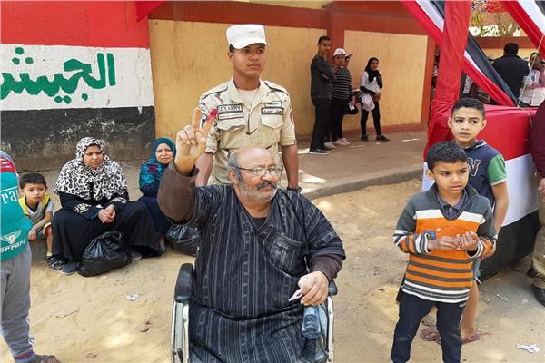 فيديو وصور.. أمام لجنة مدرسة طه حسين والحدائق مواطنين تحيا مصر