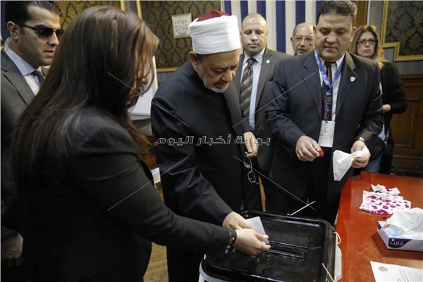 شيخ الأزهر يدلي بصوته في التعديلات الدستورية في لجنة السيسي بمصر الجديدة
