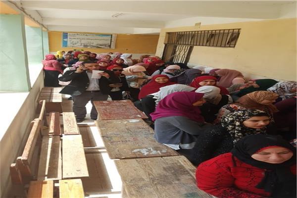 اقبال كبير من السيدات علي اللجان الانتخابية بدمياط