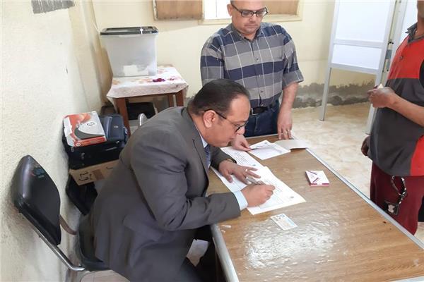 رئيس لجنة الوايلي تقدم كافة سبل المساعدة المواطنين