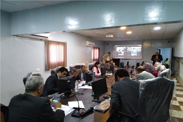 رئيس مركز ومدينة نبروه يتابع الانتخابات بالفيديو كونفرانس