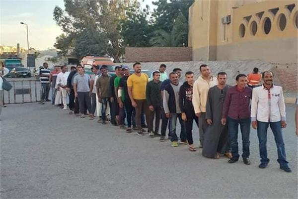 العاملون بالسياحة يتوافدون على لجان مرسى علم