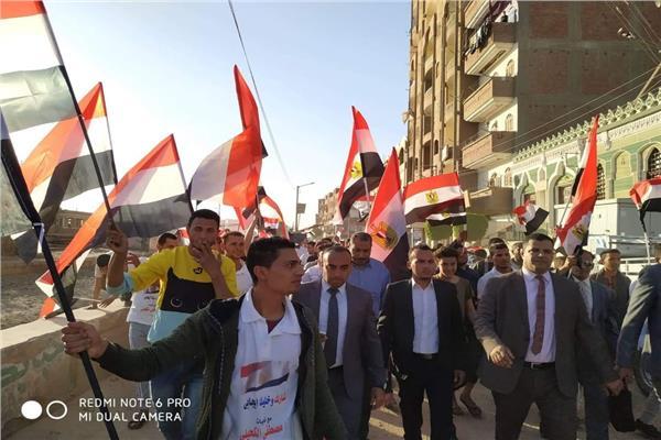 انزل شارك برأيك.. مسيرة لشباب القوصية لحث المواطنين على الاستفتاء ..صور