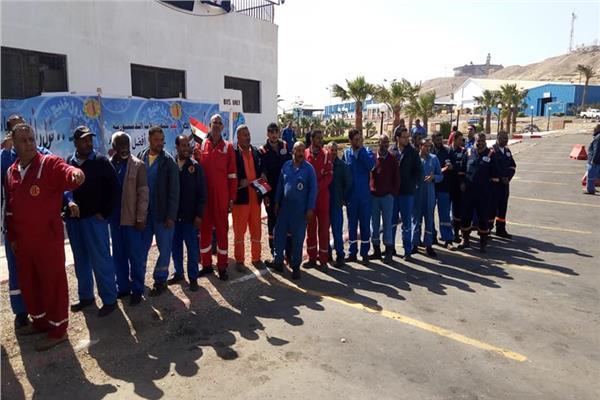 العاملون بالبترول يتوافدون على لجان الاستفتاء برأس غارب