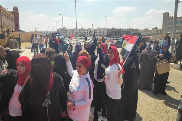النساء تتصدر المشهد للاستفتاء على الدستور بالشروق
