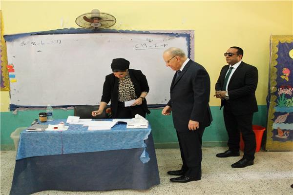 وزير العدل المستشار حسام عبد الرحيم يدلي بصوته في التعديلات الدستورية
