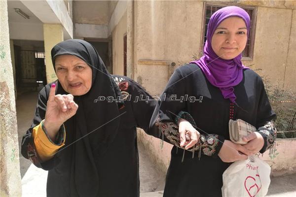 مسنة تدلى بصوتها بدار السلام