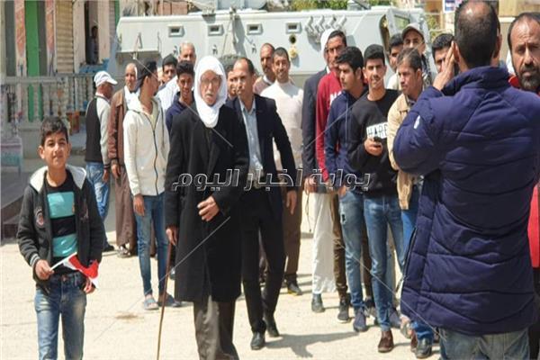 استمرار توافد المواطنين علي لجان الانتخابات بالعريش