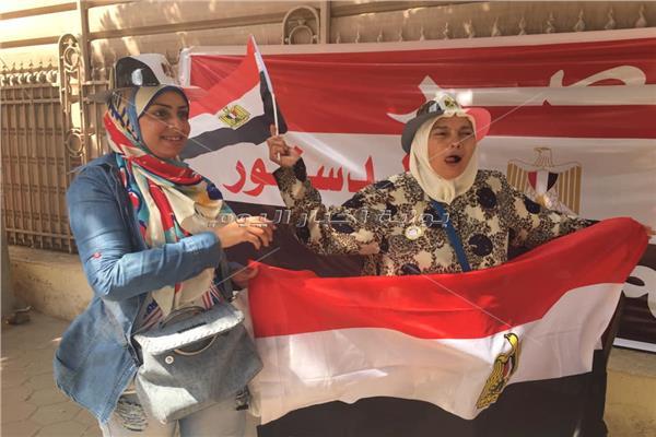 الزغاريد وعلامات النصر تعلو في لجان مصر الجديدة