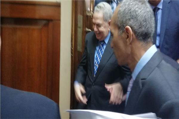 رئيس مجلس القضاء الأعلى يدلي بصوته في الاستفتاء
