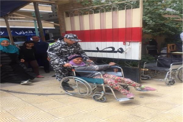 ذوي القدرات الخاصة يتصدرون المشهد في ثاني أيام الإستفتاء بالإسكندرية