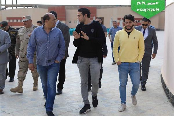 محمد فضل ومساعده حسام الزناتي مع هشام يكن في إيرو سبورت