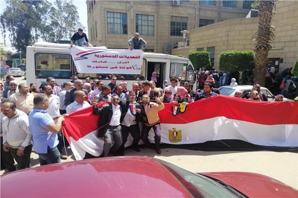 طلاب «علوم القاهرة» يشاركون في التصويت بالاستفتاء