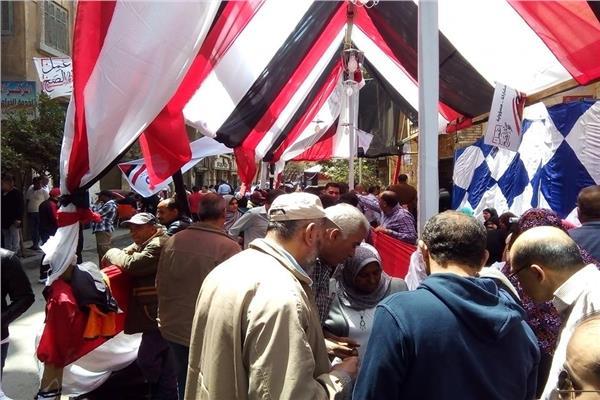 استبعاد أمين لجنة بعد ضبطه يوجه الناخبين