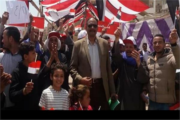 رئيس حي المقطم يتابع سير عملية الاستفتاء على الدستور