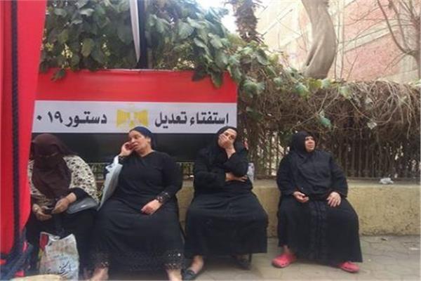 لجان شبرا تستقبل المواطنين في أخر أيام الاستفتاء