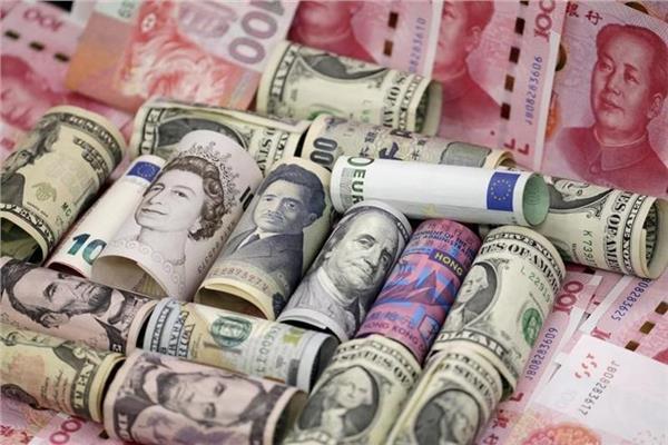 تباين أسعار العملات الأجنبية أمام الجنيه المصري بداية تعاملات الأثنين
