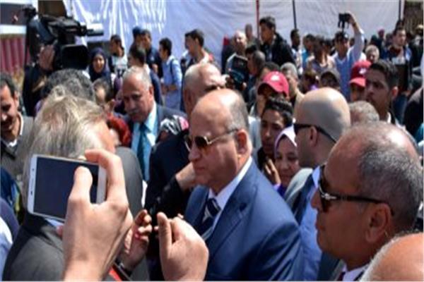 لليوم الثالث .. محافظ القاهرة يتابع انتظام لجان الاستفتاء من داخل غرفة العمليات