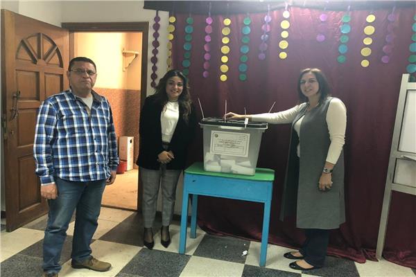 رانيا علواني أثناء التصويت