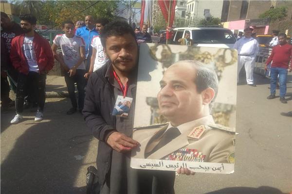 قبل الساعات الاخيرة ...ابرز اللقطات في لجان شبرا منذ بدء ماراثون الاستفتاء على التعديلات الدستورية