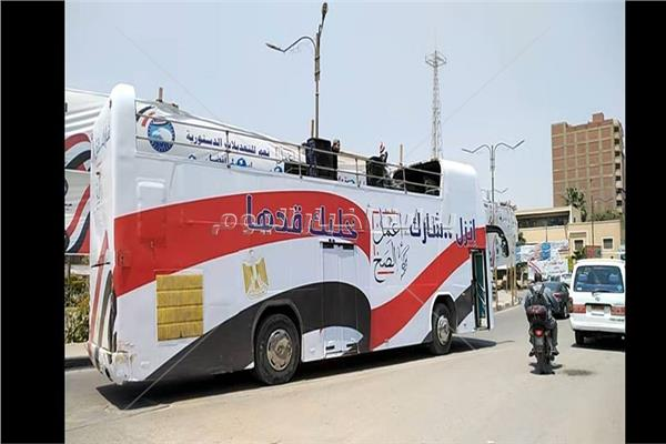 حافلات تجوب حلوان لحث المواطنين على المشاركة بالاستفتاء