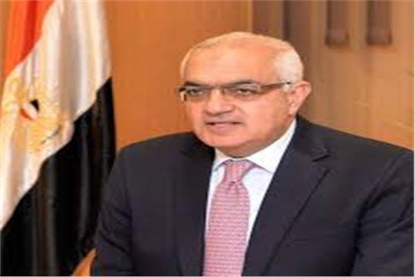 أشرف عبد الباسط رئيس الجامعة