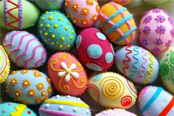 «بالألوان الطبيعية».. طرق تلوين البيض قبل شم النسيم